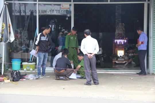 Cơ quan chức năng Lâm Đồng khám nghiệm hiện trường vụ án mạng