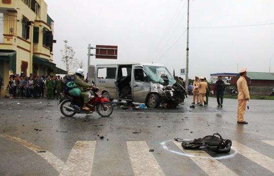 Hiện trường vụ tai nạn giao thông nghiêm trọng ở Hà Nam