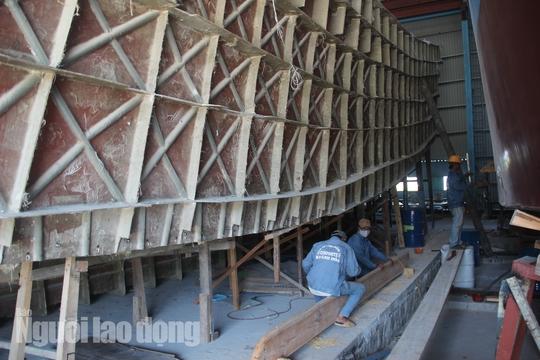 Đột kích 1 nhà máy đóng tàu composite lớn nhất nước - Ảnh 8.