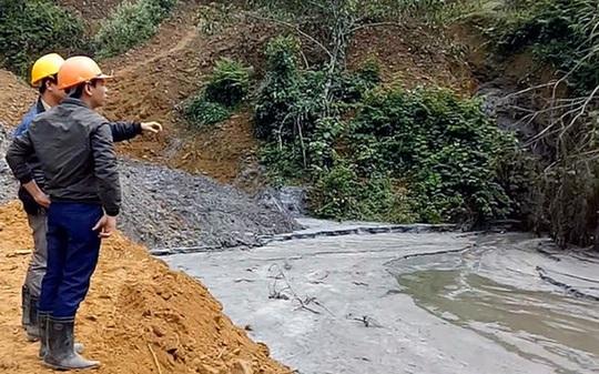 Hiện trường khu vực vỡ hồ chứa nước thải -Ảnh: Ca Trường
