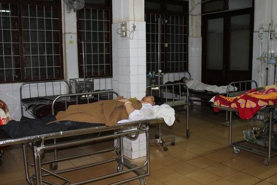 Các nạn nhân được cấp cứu tại Bệnh viện Đa khoa tỉnh Đắk Lắk. Ảnh B.N