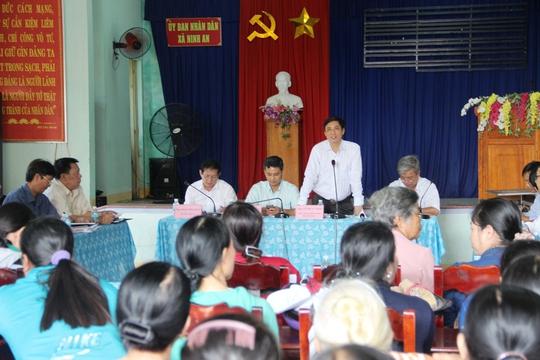 Ông Lê Đức Vinh, Chủ tịch UBND Khánh Hòa, đối thoại với người dân