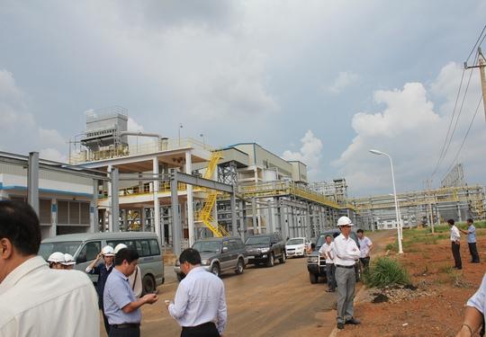Bột trắng phủ đầy bên ngoài nhà máy Alumin  - Ảnh 2.