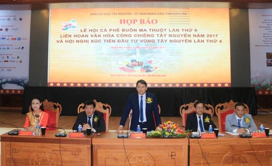 Ông Nguyễn Hải Ninh trả lời các câu hỏi của phóng viên
