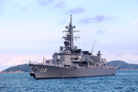 Cận cảnh tàu hải quân Nhật, Mỹ thăm Cam Ranh - Ảnh 6.
