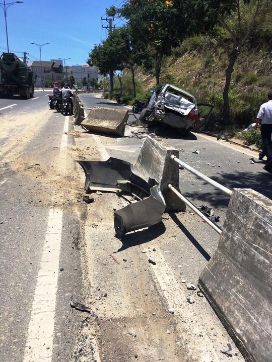 Xe ben tông ô tô tập lái, 2 người thoát chết nhờ túi khí - Ảnh 1.