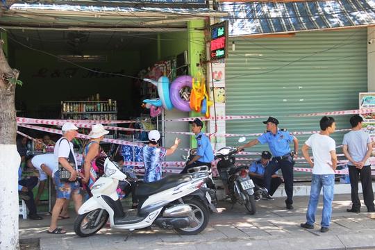 Tự ý rào chắn không cho kinh doanh giữa trung tâm Nha Trang - Ảnh 2.