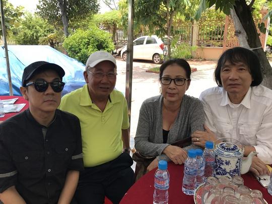 NSƯT Thành Lộc, Thanh Hùng, Kim Xuân, Minh Vương đến tiễn biệt NSƯT Thanh Sang