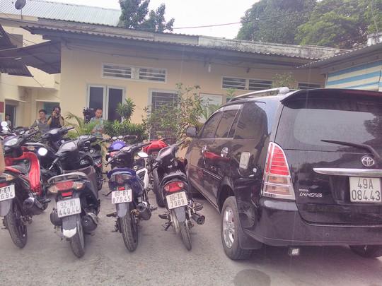 Xe ô tô và nhiều xe máy không rõ nguồn gốc bị thu giữ