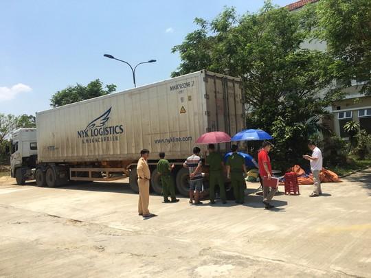 Chiếc container kéo theo rơ-mooc gây tai nạn ở tỉnh Phú Thọ bỏ chạy vào tỉnh Quảng Nam: Ảnh: MINH MẪN