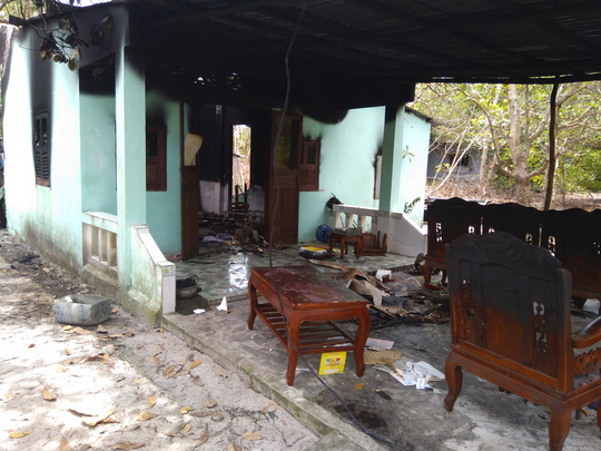 Nhà cháy rụi, cô giáo ở Phú Quốc bị bỏng rất nặng - Ảnh 2.
