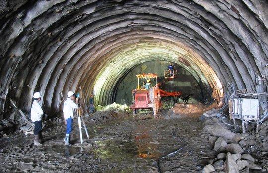 Có hầm đèo Cả, cánh cửa du lịch miền Trung mở toang - Ảnh 2.