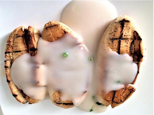 Chuối nướng nước cốt dừa: Món ngon ngày mưa gió - Ảnh 1.