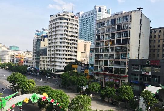Chung cư 42 Nguyễn Huệ, quận 1, TP HCM có rất nhiều quán cà phê hoạt động. Ảnh: Nguyễn Tóp