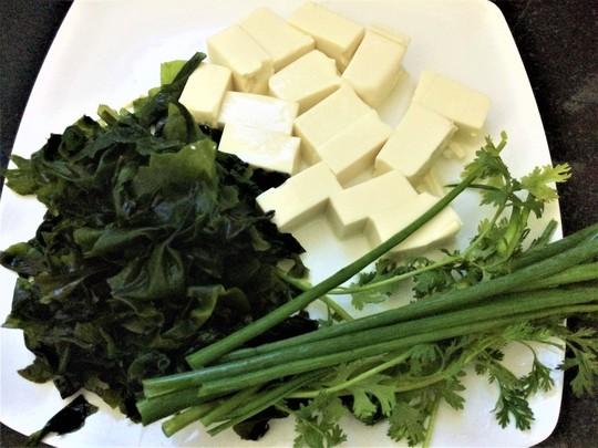 Thanh mát, bổ dưỡng với canh rong biển đậu hũ non - Ảnh 2.