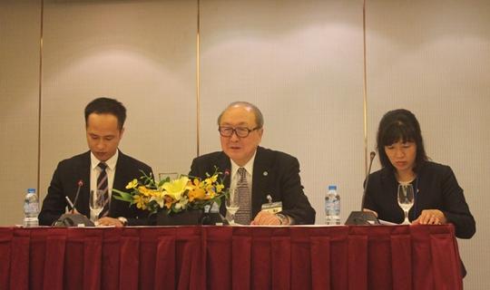 Ngài Hatsuhisa Takashima (giữa), Thư ký Báo chí của Nhà vua Nhật Bản Akihito, Người phát ngôn của Nhà vua, đã chia sẻ những thông tin về chuyến thăm của Nhà vua và Hoàng hậu tới Việt Nam - Ảnh: Dương Ngọc