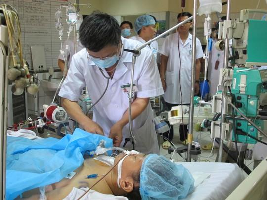 Vụ 8 người chạy thận tử vong: Giám đốc Bệnh viện Hòa Bình xin từ chức - Ảnh 1.