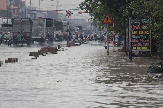 Mưa lớn, nhiều nơi ở Đồng Nai và Bà Rịa - Vũng Tàu ngập nặng - Ảnh 9.
