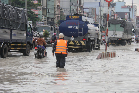 Mưa lớn, nhiều nơi ở Đồng Nai và Bà Rịa - Vũng Tàu ngập nặng - Ảnh 7.