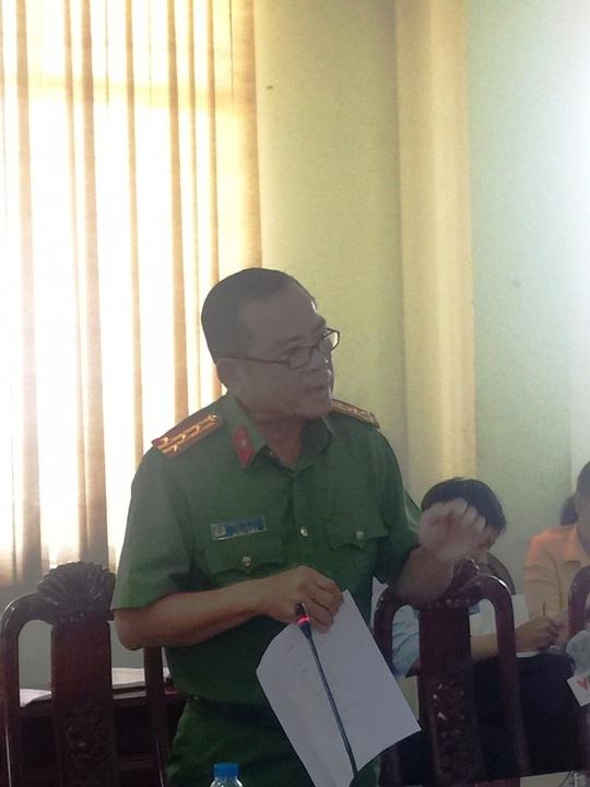Đại tá Phạm Hữu Châu trả lời báo chí