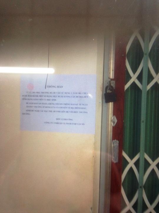 Thông báo đóng cửa lớp học của ông Tấn