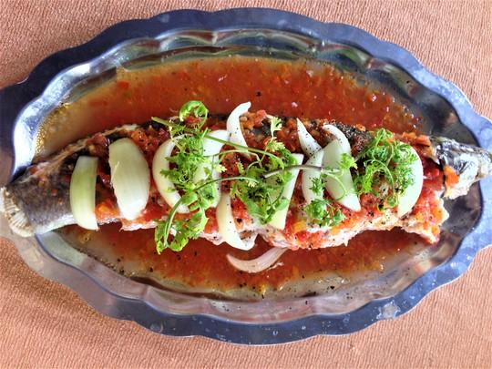 Cá lóc nhồi thịt sốt cà: Món ngon khó cưỡng - Ảnh 1.
