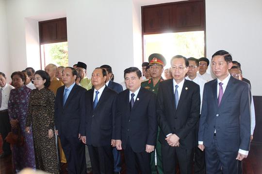 Ông Lê Thanh Hải cùng lãnh đạo TP HCM dâng hương Bác Hồ - Ảnh 1.