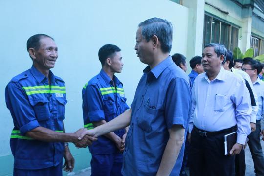 Phó Chủ tịch UBND TP HCM Lê Văn Khoa thăm hỏi và chúc tết cán bộ, công nhân Xí nghiệp Vận chuyển số 1