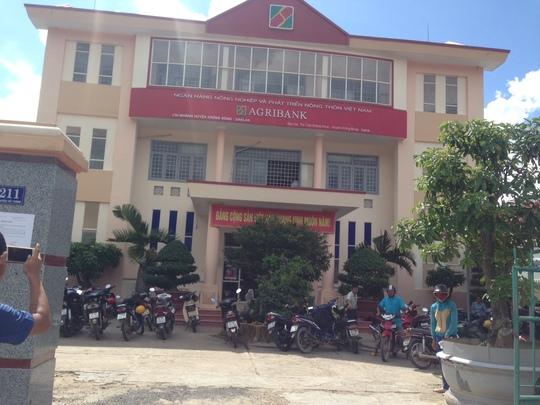 Đắk Lắk: Bắt tạm giam 4 cán bộ ngân hàng Agribank - Ảnh 1.