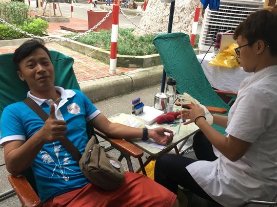 600 cựu học sinh hiến máu cứu nạn nhân TNGT - Ảnh 5.