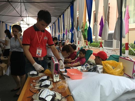 600 cựu học sinh hiến máu cứu nạn nhân TNGT - Ảnh 8.