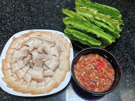 Thịt luộc, mắm tép, đậu rồng là món ăn ngon cơm