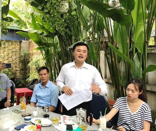 Ông Bùi Xuân Cường, Giám đốc Sở GTVT TP HCM chia sẻ nhiều vấn đề về tình hình giao thông tại TP với các phóng viên sáng 18-4