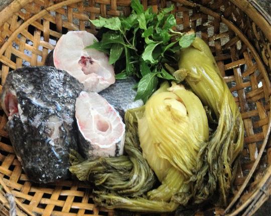 Nguyên liệu cho món canh cá lóc nấu với cải chua