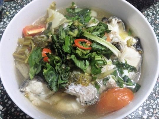Món canh cá lóc nấu với cải chua