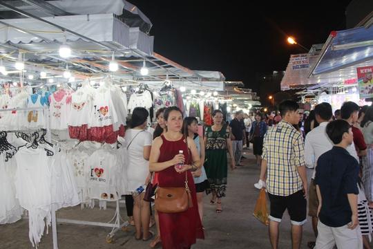 Chợ đêm Phú Quốc đón khách du lịch tấp nập trở lại - Ảnh 6.