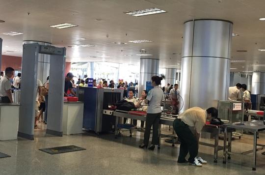 Điểm soi chiếu an ninh ở sân bay quốc tế Nội Bài