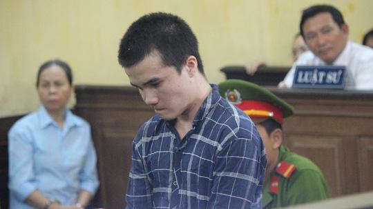 Bị cáo Lâm Viết Phú Lộc nghe tòa tuyên án.