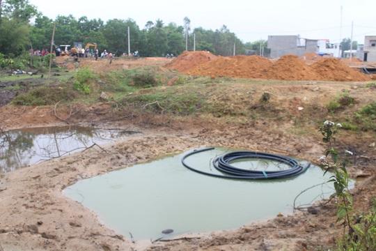 Hố nước nơi 2 em nhỏ gặp nạn nằm trong dự án san lấp mặt bằng khu dân cư cho người thu nhập thấp