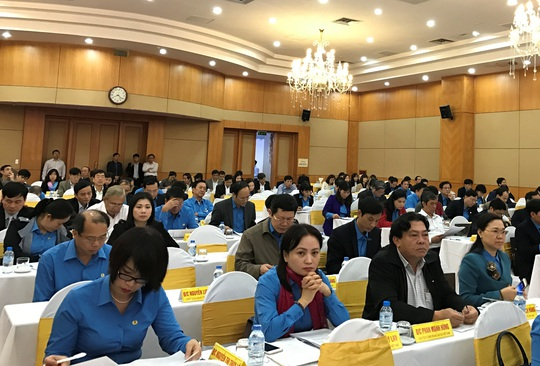 Các đại biểu tham dự hội nghị Ban chấp hành Tổng LĐLĐ Việt Nam sáng 17-3