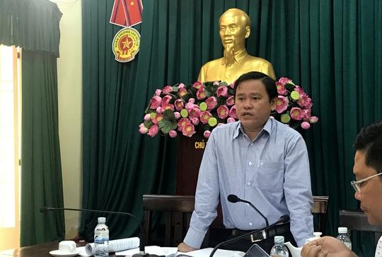 Ông Nguyễn Gia Thái Bình, Phó Chủ tịch UBND quận Bình Tân, TP HCM tỏ thái độ không đồng tình khi nghe báo cáo về tình hình trật tự xây dựng.