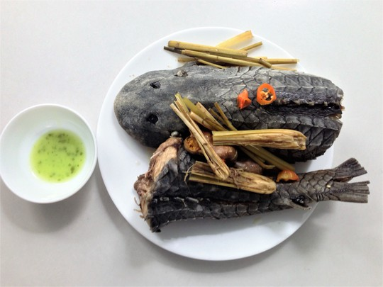 Cá lau kính hấp sả: Món khoái khẩu của dân nhậu - Ảnh 3.