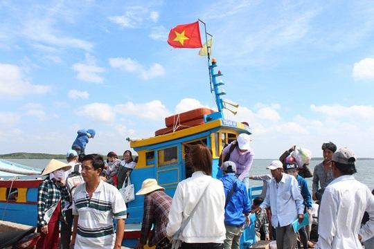 Đò cập bến đưa khách đến xã Đảo Thạnh An