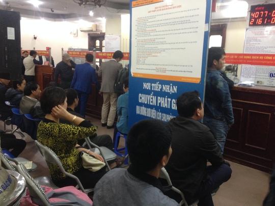 Người dân Hà Nội đổ xô đổi giấy phép lái xe do Thông tư số 58/2015 của Bộ Giao thông Vận tải