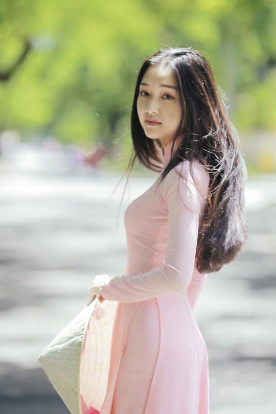 Vẻ đẹp ngọt ngào của nàng thơ xứ Huế - Ảnh 4.