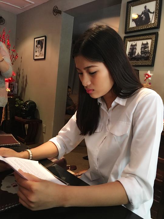 Người đẹp Nguyễn Thị Thành đọc biên bản làm việc với Cục Nghệ thuật biểu diễn do BTC chuyển tới