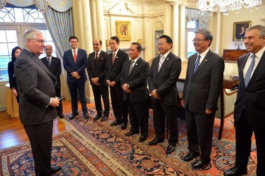 Ngoại trưởng Mỹ Rex Tillerson đã có buổi tiếp và làm việc chung với các Đại sứ, Đại biện các nước ASEAN tại Washington DC