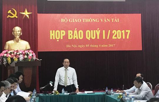 Thứ trưởng Bộ GTVT Nguyễn Hồng Trường phát biểu tại cuộc họp báo quý I của Bộ Giao thông Vận tải