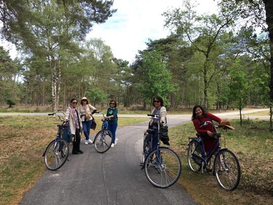Kỳ thú đạp xe kiểu Hà Lan - Ảnh 1.