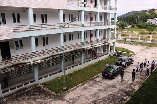 Khu ký túc xá chưa hoạt động đang được bố trí cho các hộ dân sống tạm để đón Tết